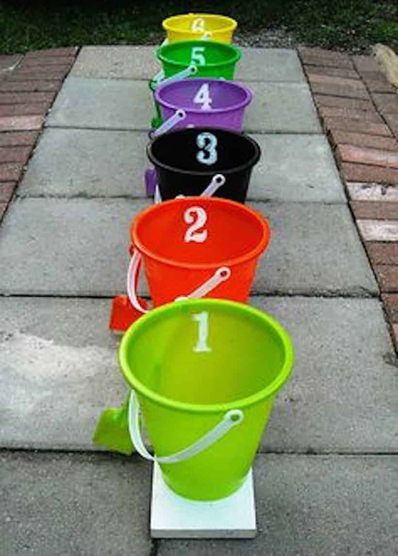 Probability experiment: Assigning balls into 6 buckets of different colors